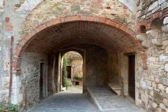 Il vicolo per entrare in Piazza Castello