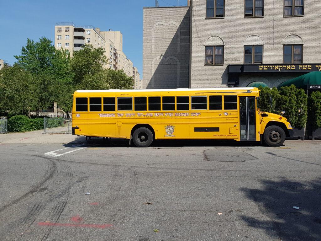 Uno scuolabus del quartiere di Williamsburg a New York