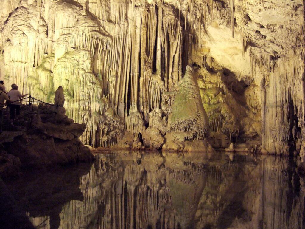 L'interno delle Grotte di Nettuno