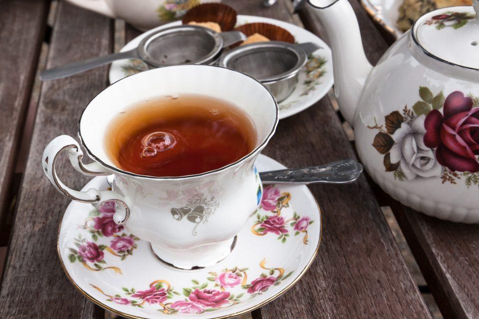 Tè in una tazza di porcellana