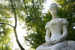 Passeggiata d'estate la statua di Sissi - Foto di photosforyou da Pixabay