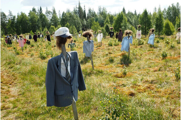 """Silent People"", spaventapasseri in Finlandia"