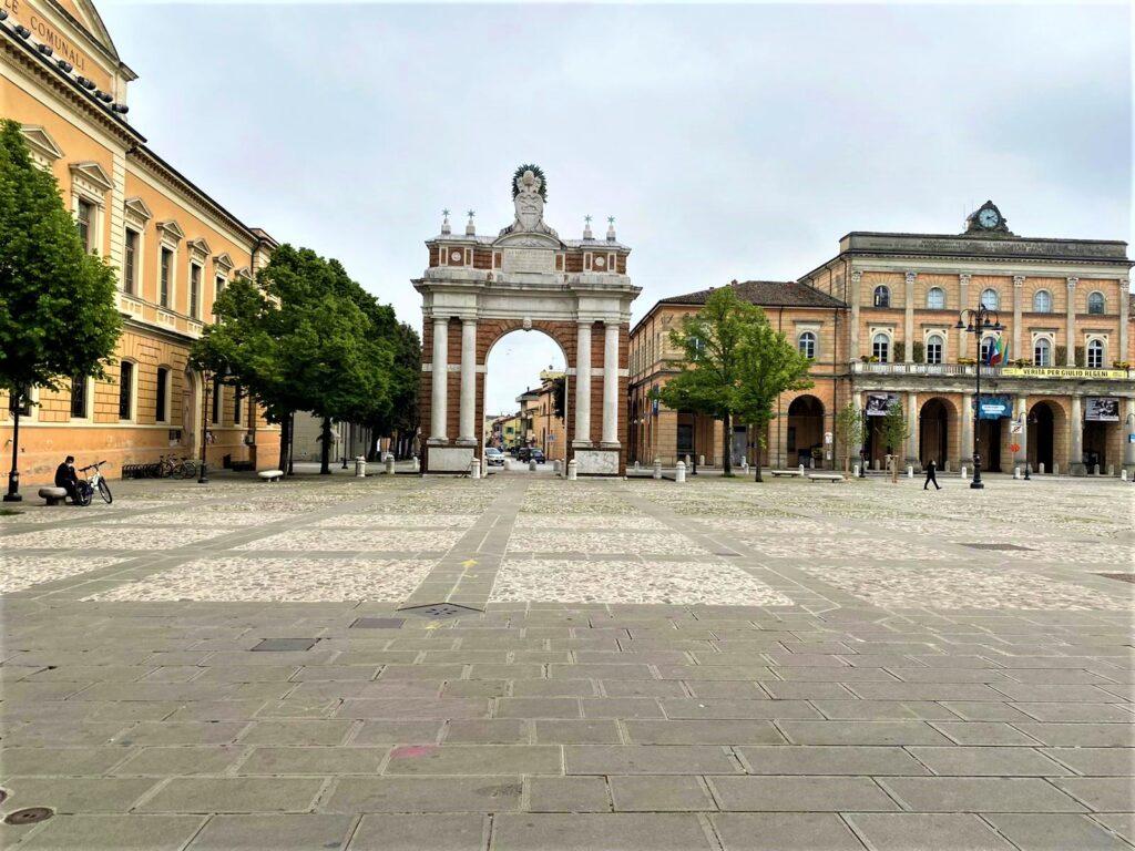 L'arco di Piazza Garganelli cosa vedere a Santarcangelo di Romagna