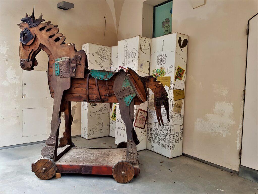 Opera di Tonino Guerra all'ingresso del Museo: Nel Mondo di Tonino Guerra