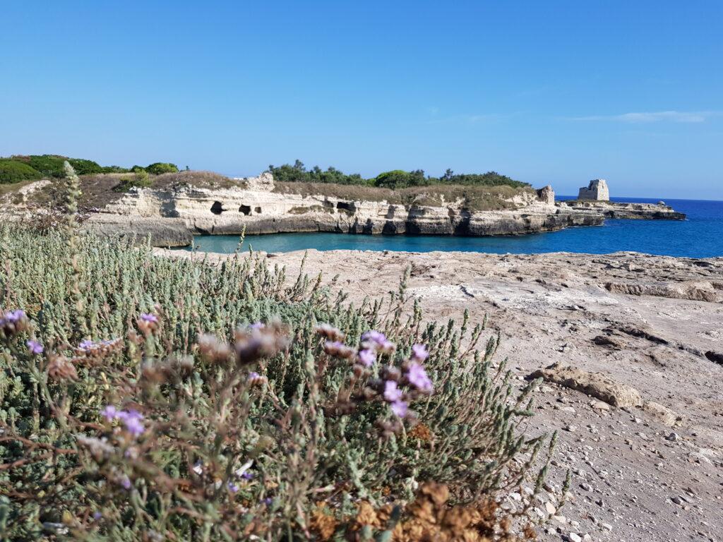 Grotta della Poesia a Roca Vecchia in Salento, costa adriatica Spiagge del Salento