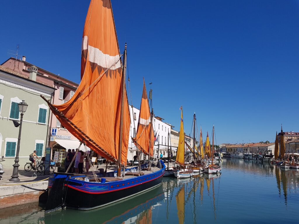 Le barche storiche nel porto-canale di Cesenatico , nei dintorni di Milano Marittima