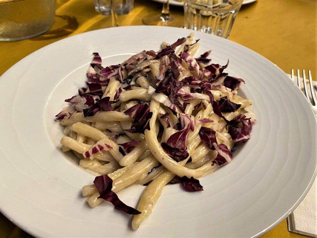 Pasta radicchio e gorgonzola Taverna del Luppolo a Gradara