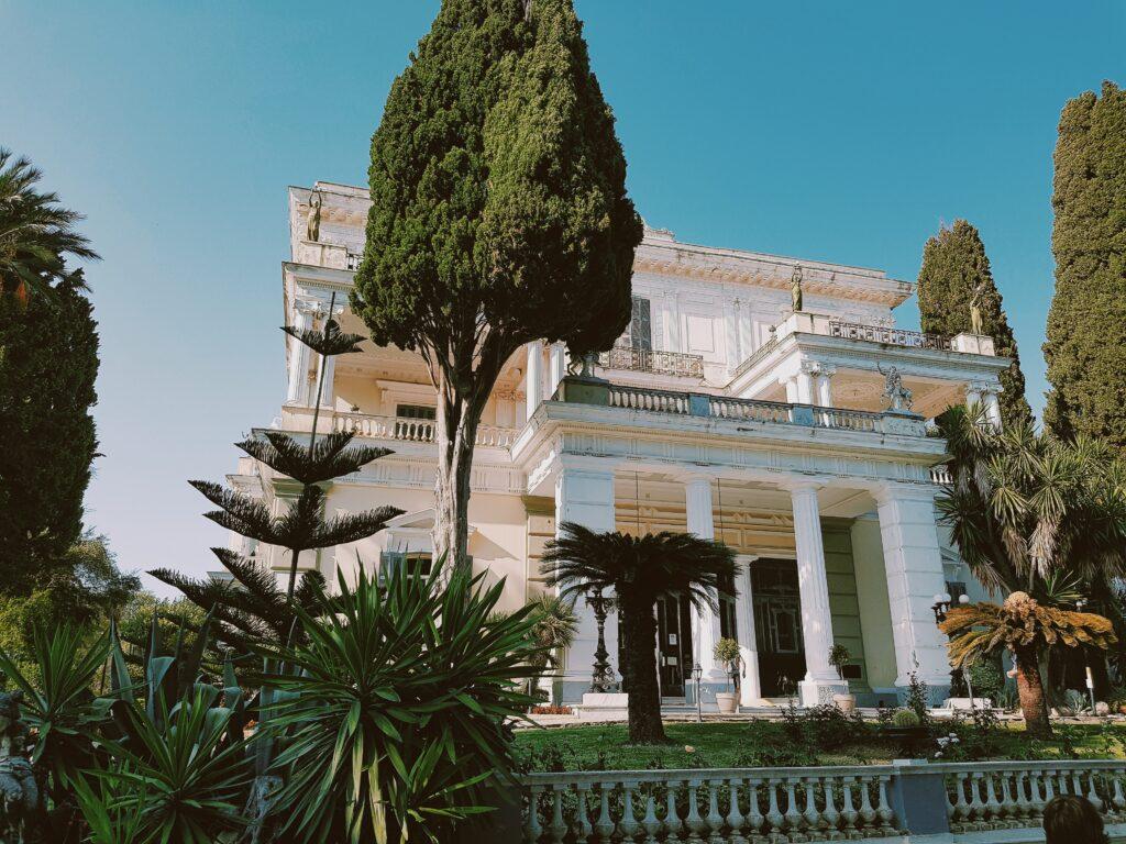 L'ingresso dell'Achilleion Palace
