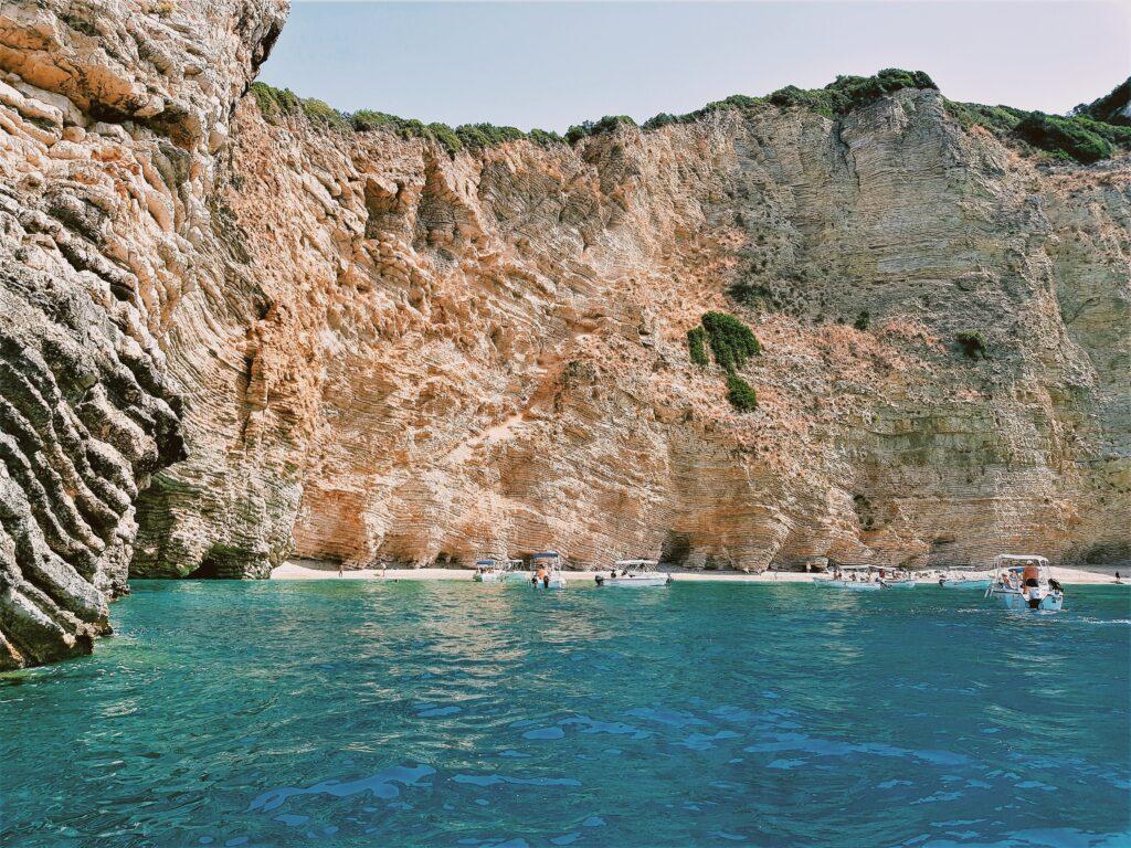 La Paradise Beach a Paleiokastrista , una delle spiagge più belle di Corfù