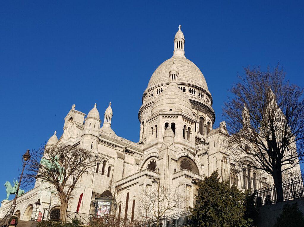 Basilica del Sacro Cuore nel quartiere parigino di Montmartre