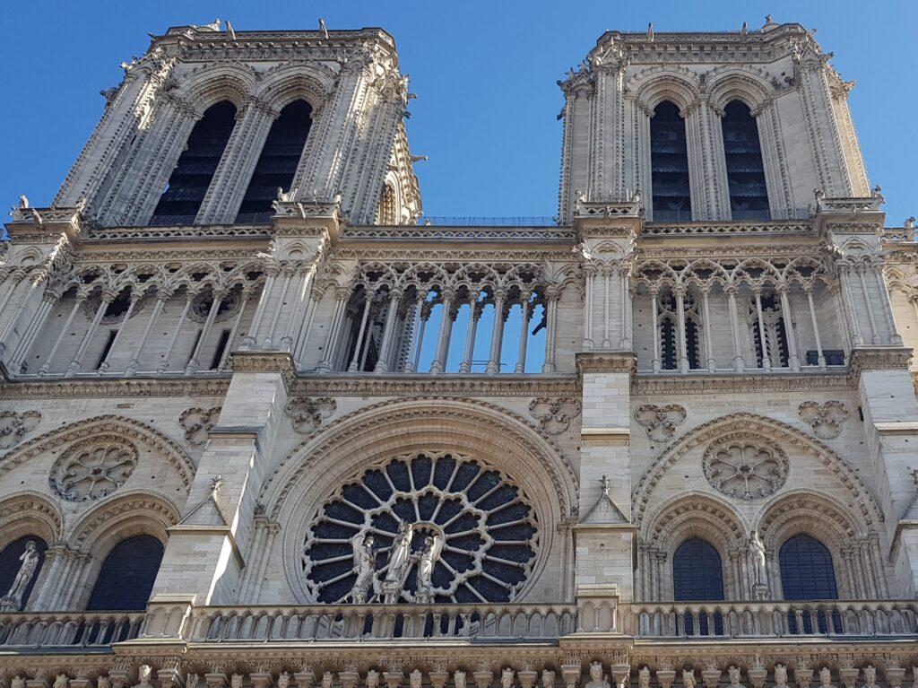 Notre Dame de Paris a Parigi vista della facciata principale