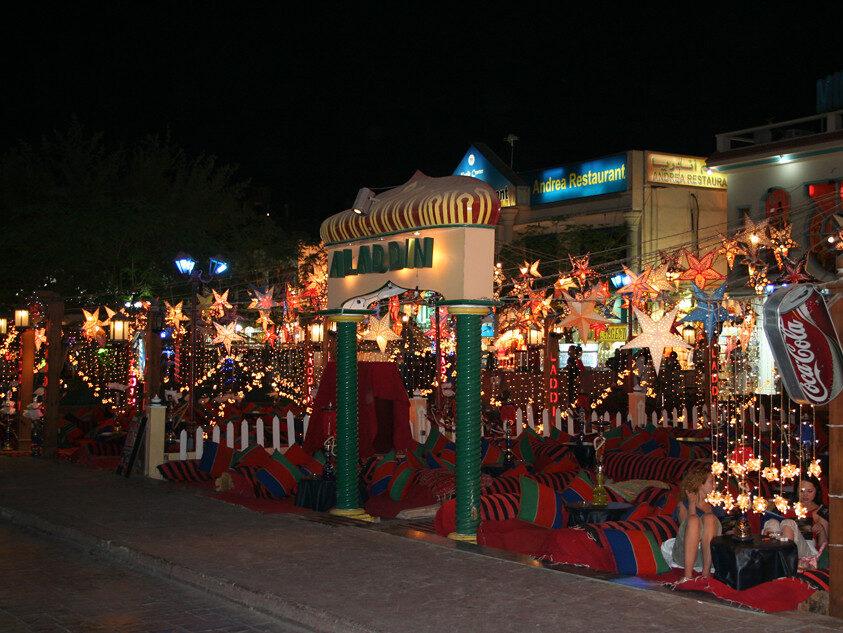 Naama Bay di notte  - i locali