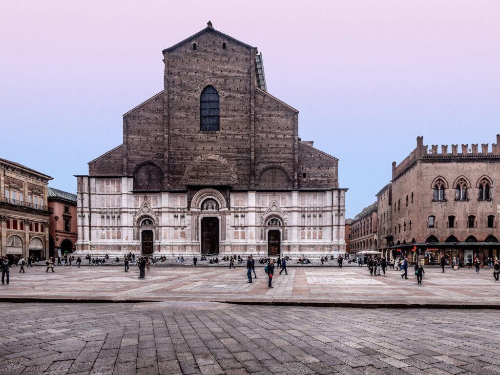 Piazza maggiore - #1 luoghi romantici a Bologna