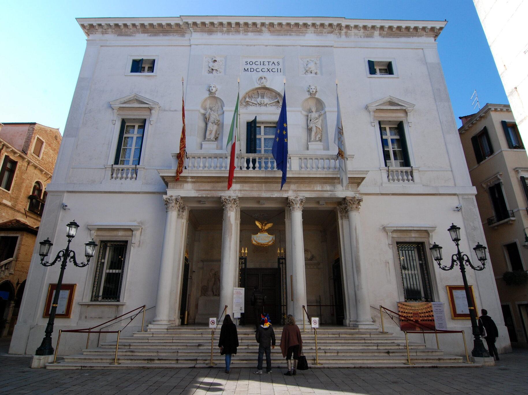 L'ingresso del Teatro la Fenice a Venezia